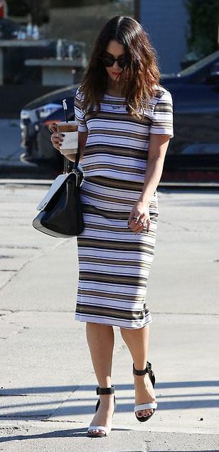 white-pencil-skirt-white-top-stripe-print-matchset-black-bag-black-shoe-sandalw-vanessahudgens-spring-summer-brun-work.jpg
