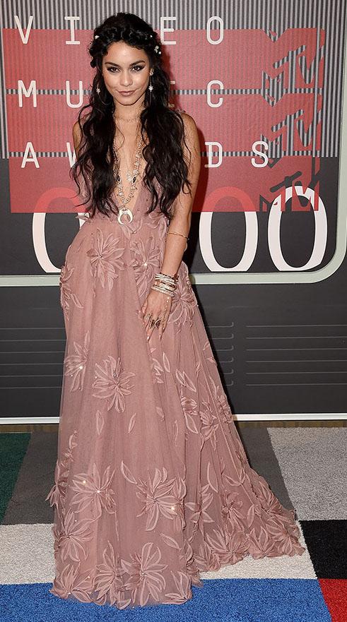 pink-light-dress-gown-tulle-deepv-layered-necklace-bracelet-earrings-vanessahudgens-fall-winter-brun-elegant.jpg