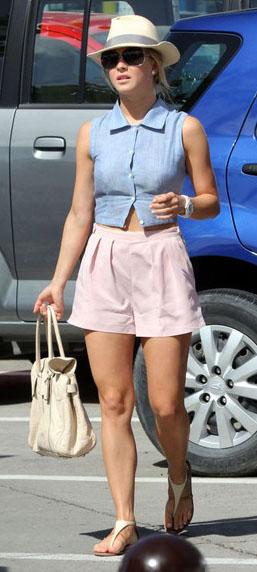 pink-light-shorts-blue-light-top-crop-white-bag-white-shoe-sandals-hat-juliannehough-blonde-spring-summer-weekend.jpg