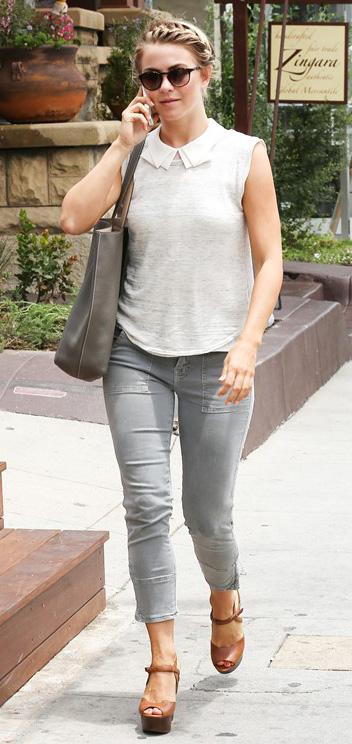 grayl-skinny-jeans-white-top-cognac-shoe-sandalw-sun-braid-juliannehough-blonde-spring-summer-lunch.jpg