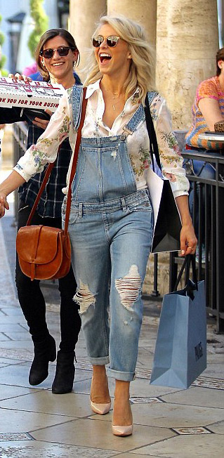 blue-light-jumpsuit-white-top-overalls-denim-tan-shoe-pumps-cognac-bag-sun-juliannehough-blonde-spring-summer-lunch.jpg