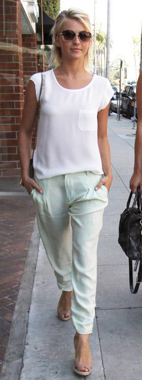 green-light-joggers-pants-white-top-sun-tan-shoe-sandalh-juliannehough-blonde-spring-summer-lunch.jpg