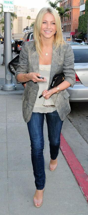 blue-navy-skinny-jeans-white-top-cami-grayl-jacket-blazer-tan-shoe-sandalh-juliannehough-blonde-spring-summer-work.jpg