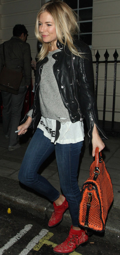blue-navy-skinny-jeans-white-tee-grayl-sweater-black-jacket-moto-red-shoe-booties-orange-bag-siennamiller-fall-winter-blonde-weekend.jpg