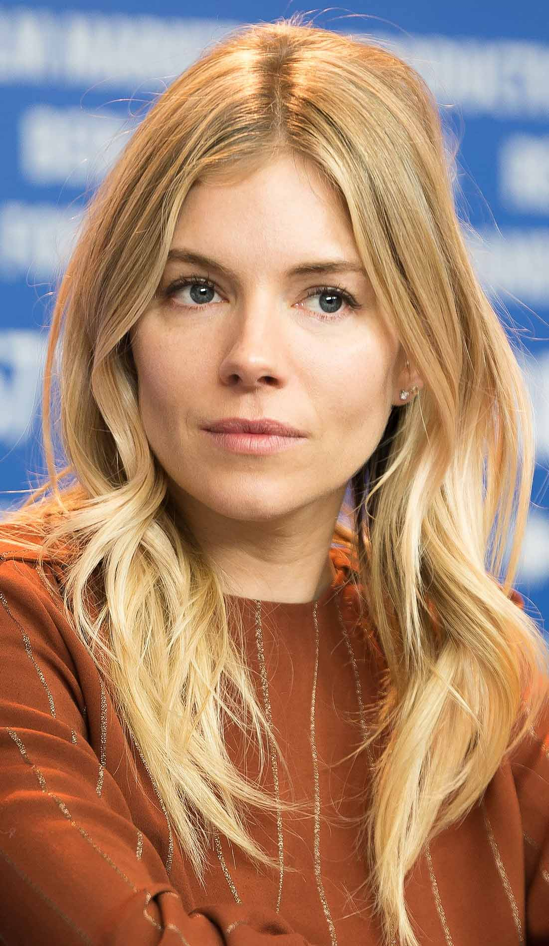 hair-siennamiller-makeup-blonde-long-wavy-layers-middle-part.jpg