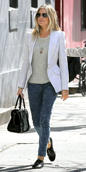 blue-navy-skinny-jeans-white-jacket-blazer-black-shoe-brogues-black-bag-sun-siennamiller-spring-summer-blonde-work.jpg