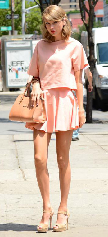 o-peach-mini-skirt-o-peach-top-tan-bag-hand-tan-shoe-sandalh-wear-style-fashion-spring-summer-taylorswift-match-newyork-blonde-lunch.jpg
