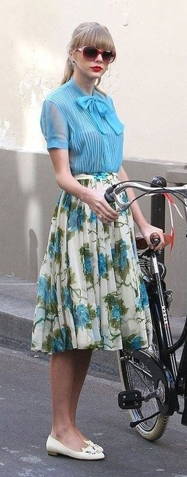 blue-light-midi-skirt-blue-light-top-blouse-sun-pony-taylorswift-wear-outfit-spring-summer-sandals-floral-bow-white-shoe-flats-bike-streetstyle-celebrity-blonde-lunch.jpg