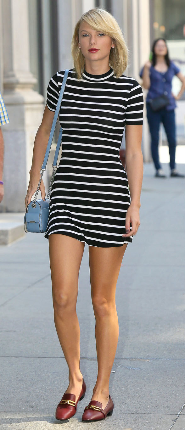 black-dress-zprint-stripe-brown-shoe-flats-blue-bag-crossbody-stripes-howtowear-fashion-style-outfit-fall-winter-loafers-taylorswift-celebrity-street-mini-blonde-lunch.jpg