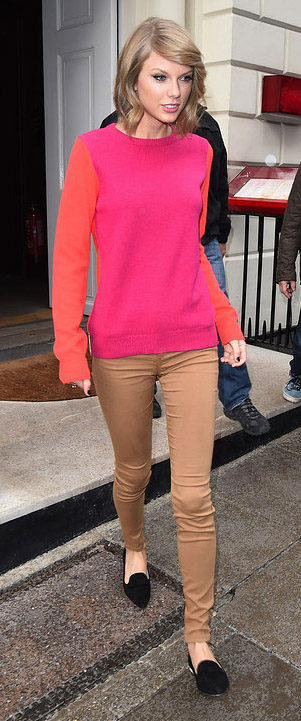 o-tan-skinny-jeans-r-pink-magenta-sweater-howtowear-fashion-style-outfit-fall-winter-black-shoe-loafers-taylorswift-celebrity-blonde-lunch.jpg