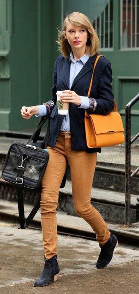 yellow-skinny-jeans-blue-light-top-collared-shirt-blue-navy-jacket-blazer-yellow-bag-blue-shoe-booties-taylorswift-fall-winter-blonde-work.jpg