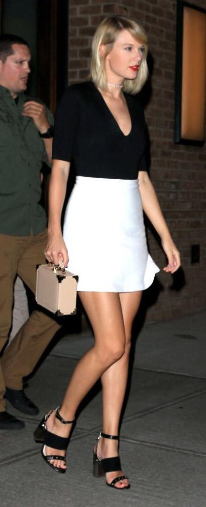 white-mini-skirt-black-top-black-shoe-sandalh-choker-taylorswift-spring-summer-blonde-dinner.jpg