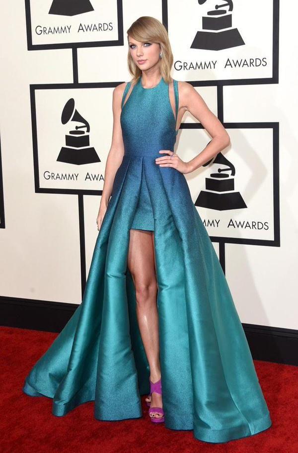 blue-med-dress-gown-gold-elegant-romantic-princess-girly-style-type-taylorswift-blonde-redcarpet.jpg