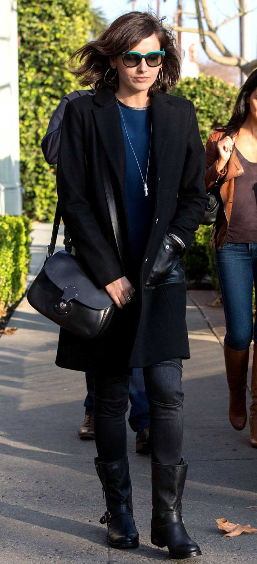 black-skinny-jeans-black-shoe-boots-blue-navy-sweater-necklace-pend-sun-black-jacket-coat-black-bag-camillabelle-brun-fall-winter-weekend.jpg