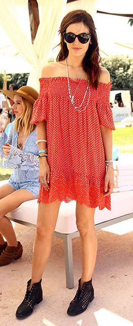 orange-dress-peasant-necklace-sun-black-shoe-booties-camillabelle-brun-spring-summer-lunch.jpg
