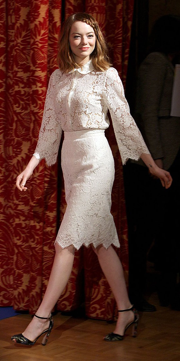 white-pencil-skirt-white-top-blouse-black-shoe-pumps-howtowear-style-fashion-spring-summer-lace-emmastone-celebrity-hairr-dinner.jpg