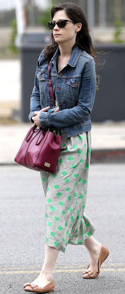 green-emerald-dress-tank-blue-med-jacket-jean-burgundy-bag-sun-tan-shoe-flats-zooeydeschanel-brun-spring-summer-weekend.jpg