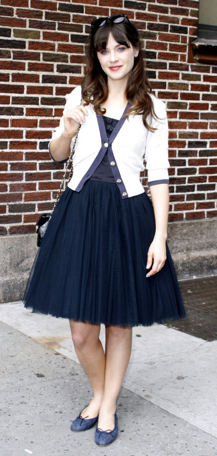 blue-navy-dress-aline-chiffon-white-cardigan-blue-shoe-flats-zooeydeschanel-brun-fall-winter-dinner.jpg