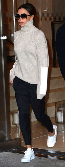 black-joggers-pants-grayl-sweater-turtleneck-sun-white-shoe-sneakers-victoriabeckham-brun-fall-winter-weekend.jpg