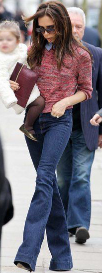 blue-navy-flare-jeans-pink-magenta-sweater-victoriabeckham-brun-fall-winter-lunch.jpg