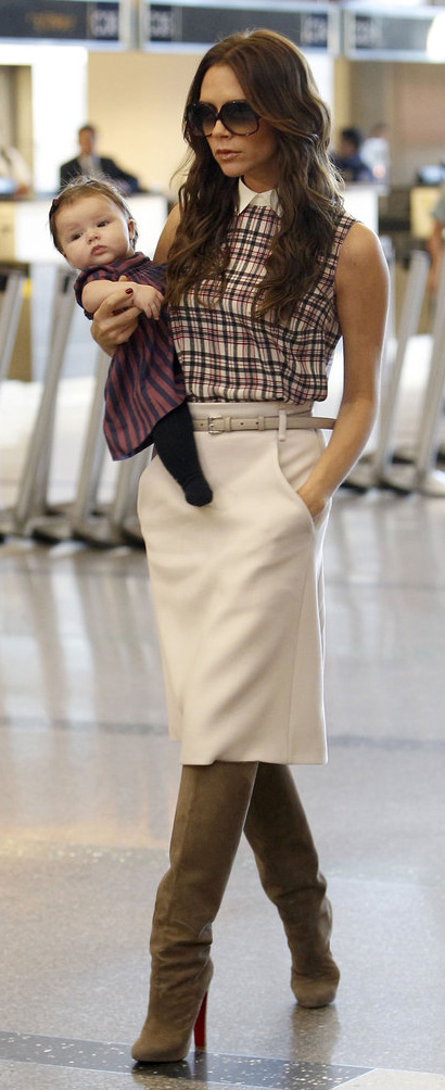 white-aline-skirt-belt-sun-tan-shoe-boots-victoriabeckham-brun-fall-winter-lunch.jpg