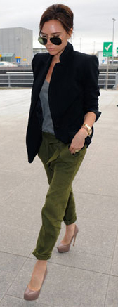 green-olive-joggers-pants-grayl-tee-tan-shoe-pumps-sun-bun-wear-style-fashion-spring-summer-black-jacket-blazer-victoriabeckham-brun-work.jpg