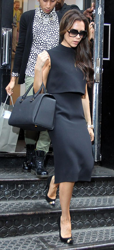 black-dress-shift-black-bag-black-shoe-pumps-sun-mono-victoriabeckham-brun-fall-winter-work.jpg