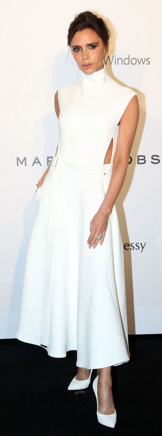 white-dress-aline-white-shoe-pumps-cutout-victoriabeckham-brun-spring-summer-dinner.jpg