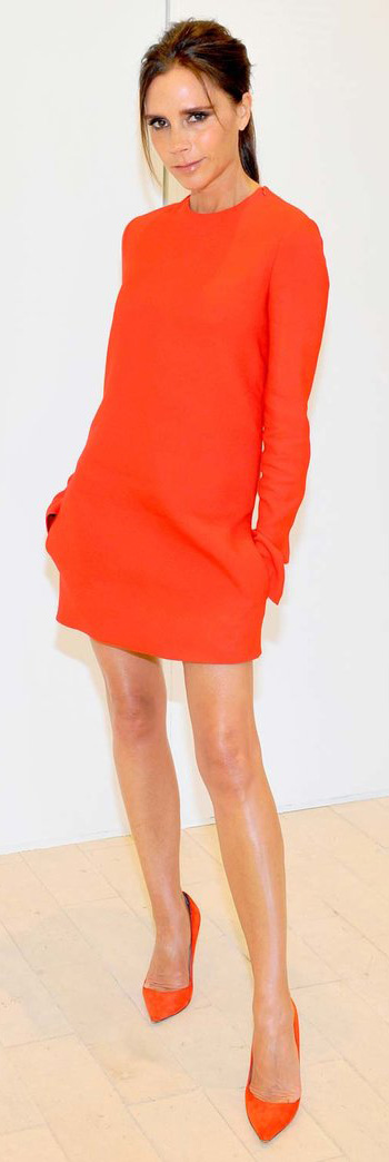 orange-dress-mini-orange-shoe-pumps-pony-mono-victoriabeckham-brun-spring-summer-dinner.jpg