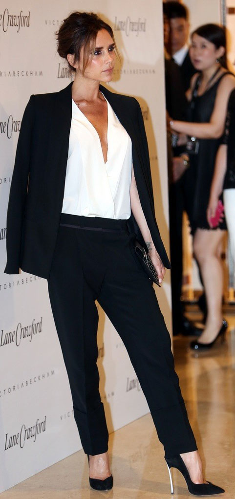 black-joggers-pants-white-top-blouse-black-jacket-blazer-suit-bun-black-shoe-pumps-victoriabeckham-brun-fall-winter-dinner.jpg