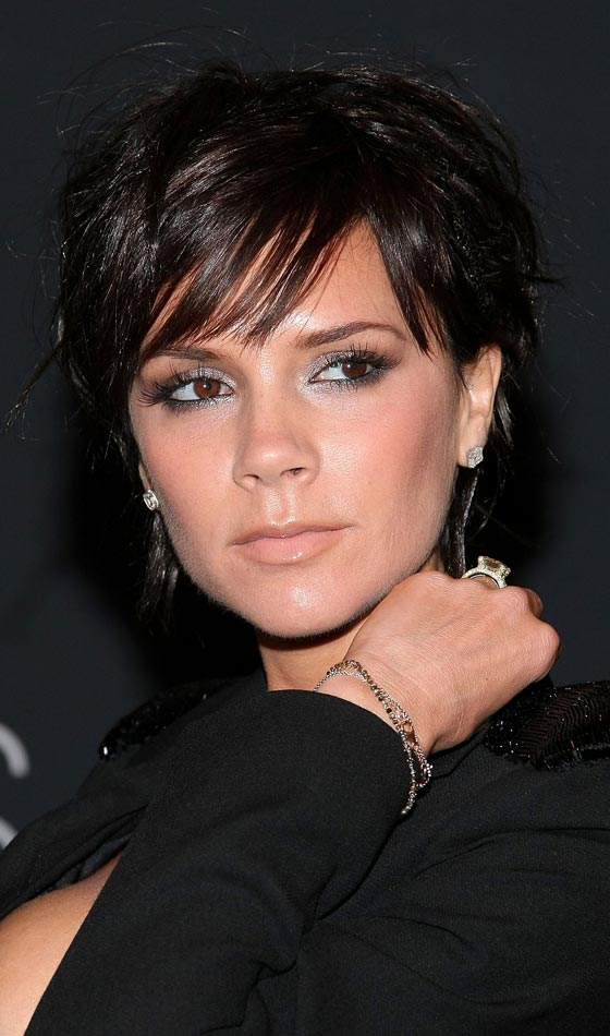 hair-makeup-victoriabeckham-brun-choppy-bob-short-earrings-black.jpg