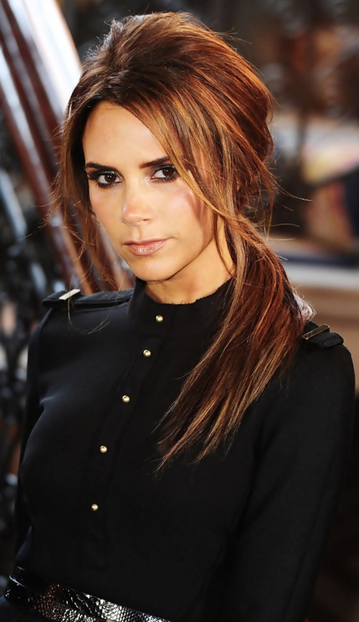 hair-makeup-victoriabeckham-brun-side-ponytail-bangs-black.jpg