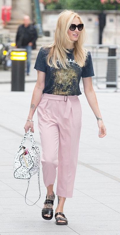 pink-light-joggers-pants-black-tee-graphic-sun-white-bag-black-shoe-sandals-fearnecotton-spring-summer-blonde-weekend.jpg