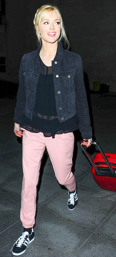 r-pink-light-chino-pants-black-top-blouse-black-jacket-jean-black-shoe-sneakers-braid-fall-winter-style-fashion-wear-fearnecotton-blonde-weekend.jpg