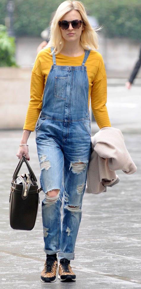 blue-med-jumpsuit-yellow-sweater-tan-shoe-sneakers-leopard-sun-blonde-socks-black-bag-fall-winter-wear-fashion-style-fearnecotton-celebrity-weekend.jpg