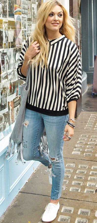 blue-light-skinny-jeans-black-top-stripe-gray-bag-howtowear-style-fashion-fall-winter-white-shoe-sneakers-fearnecotton-blonde-weekend.jpg