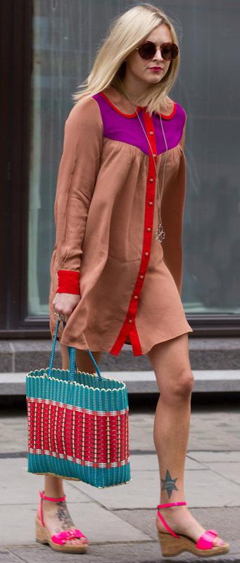 camel-dress-shirt-blue-bag-tote-sun-pink-shoe-sandalw-fearnecotton-spring-summer-blonde-lunch.jpg