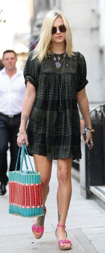 green-dark-dress-pink-magenta-sandalw-blue-bag-tote-necklace-sun-peasant-wear-style-fashion-spring-summer-fearnecotton-celebrity-blonde-lunch.jpg