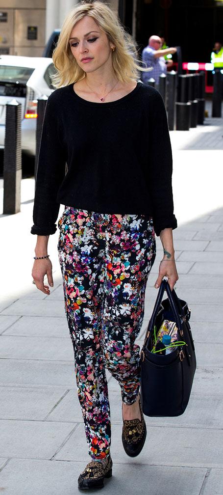 black-slim-pants-black-sweater-blue-bag-tote-howtowear-floral-fearnecotton-tan-shoe-loafers-leopard-street-outfit-fall-winter-celebrity-blonde-lunch.jpg