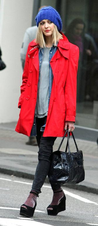 black-skinny-jeans-grayl-tee-blue-med-top-collared-shirt-layer-red-jacket-coat-beanie-blue-bag-socks-black-shoe-sandalw-fearnecotton-fall-winter-blonde-lunch.jpg