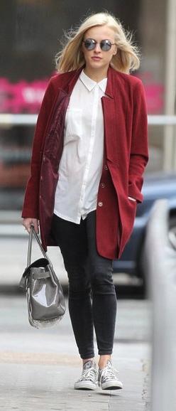 black-skinny-jeans-white-top-collared-shirt-red-jacket-coat-gray-bag-sun-fearnecotton-fall-winter-blonde-work.jpg
