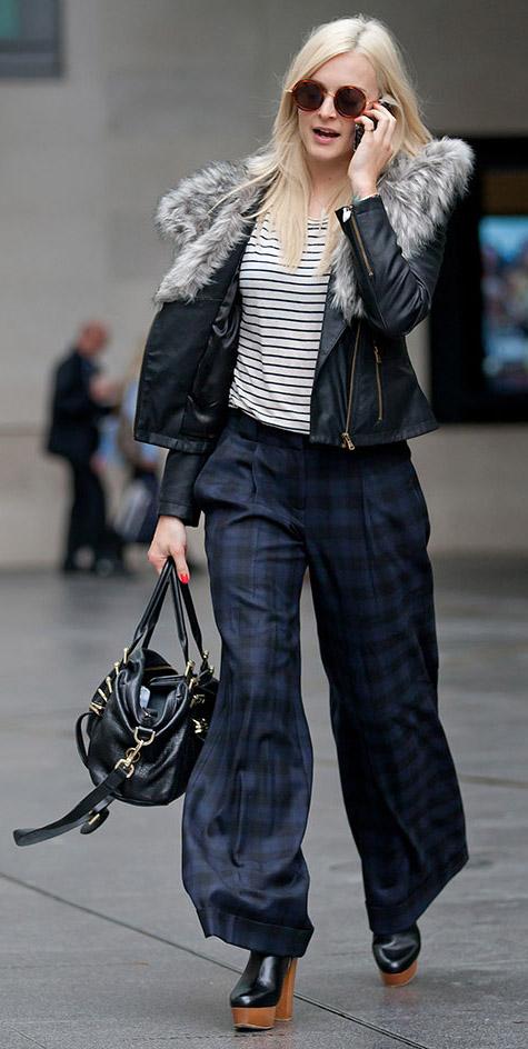blue-navy-pants-wideleg-blue-navy-tee-stripe-black-jacket-sun-howtowear-style-fashion-fall-winter-fearnecotton-plaid-black-shoe-booties-black-bag-street-celebrity-blonde-work.jpg