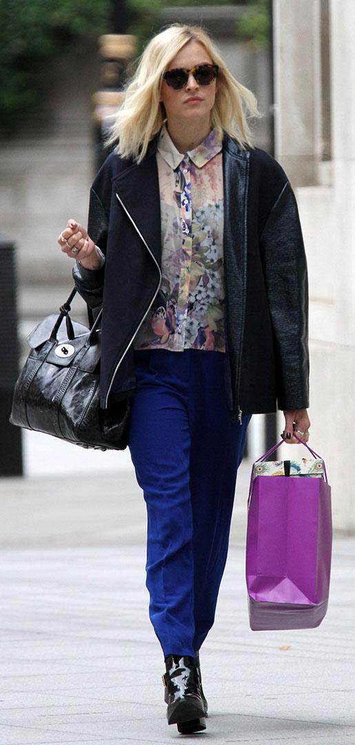 blue-navy-slim-pants-white-top-blouse-black-jacket-coat-black-shoe-booties-sun-black-bag-howtowear-cobalt-fearnecotton-street-fall-winter-blonde-work.jpg