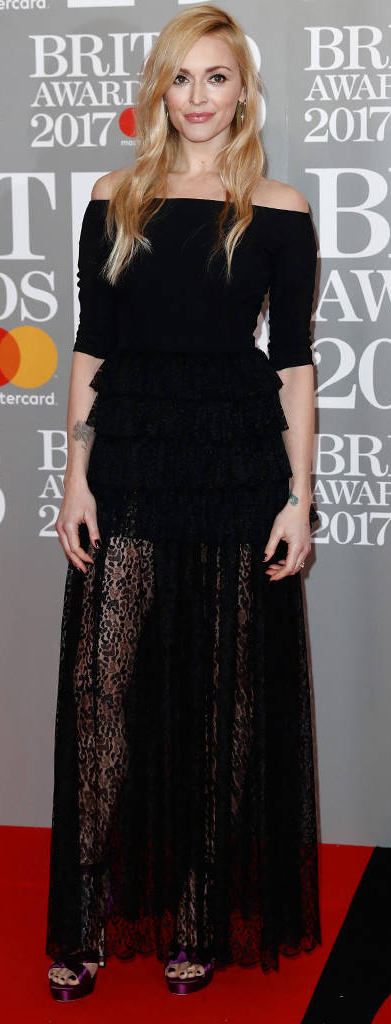 black-maxi-skirt-sheer-panel-black-top-lace-mono-black-shoe-sandalh-fearnecotton-fall-winter-blonde-dinner.jpg