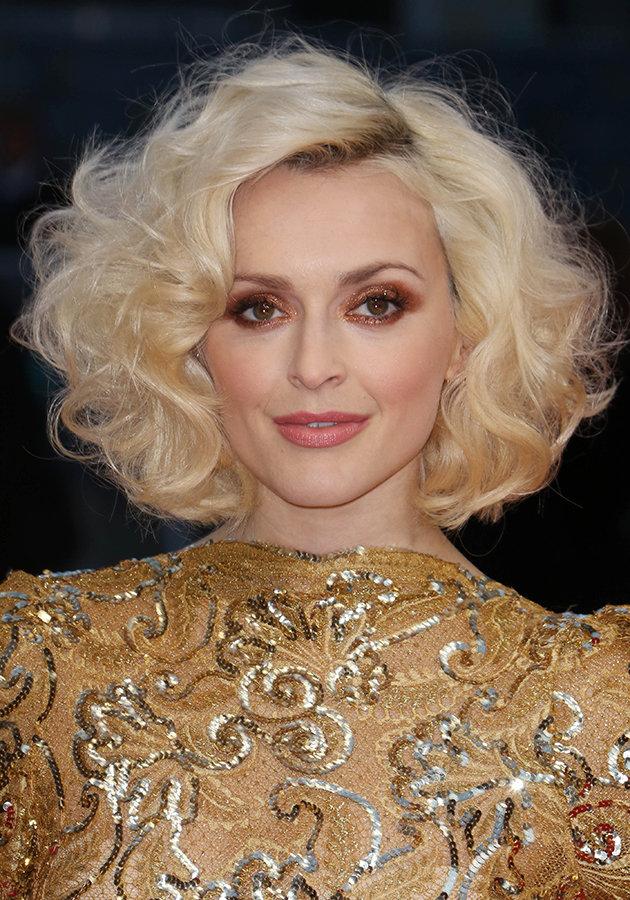 hair-makeup-fearnecotton-blonde-curly-bob-eyeshadow.jpg