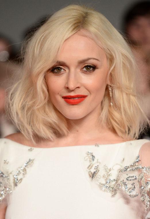 hair-makeup-fearnecotton-blonde-orange-lips-wavy-lob.jpg