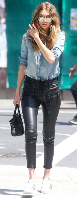 black-skinny-jeans-blue-light-top-collared-shirt-sun-necklace-black-bag-hand-white-shoe-sneakers-howtowear-fashion-style-outfit-spring-summer-hairr-gigihadid-newyork-weekend.jpg