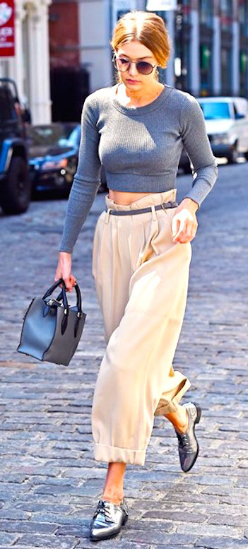 white-culottes-pants-grayl-tee-crop-belt-gray-bag-hand-bun-spring-summer-style-fashion-wear-model-paperbag-gray-shoe-brogues-blonde-sun-celebrity-gigihadid-lunch.jpg