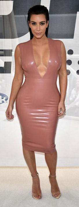 pink-light-dress-bodycon-plunging-neckline-leather-kimkardashian-brun-spring-summer-dinner.jpg