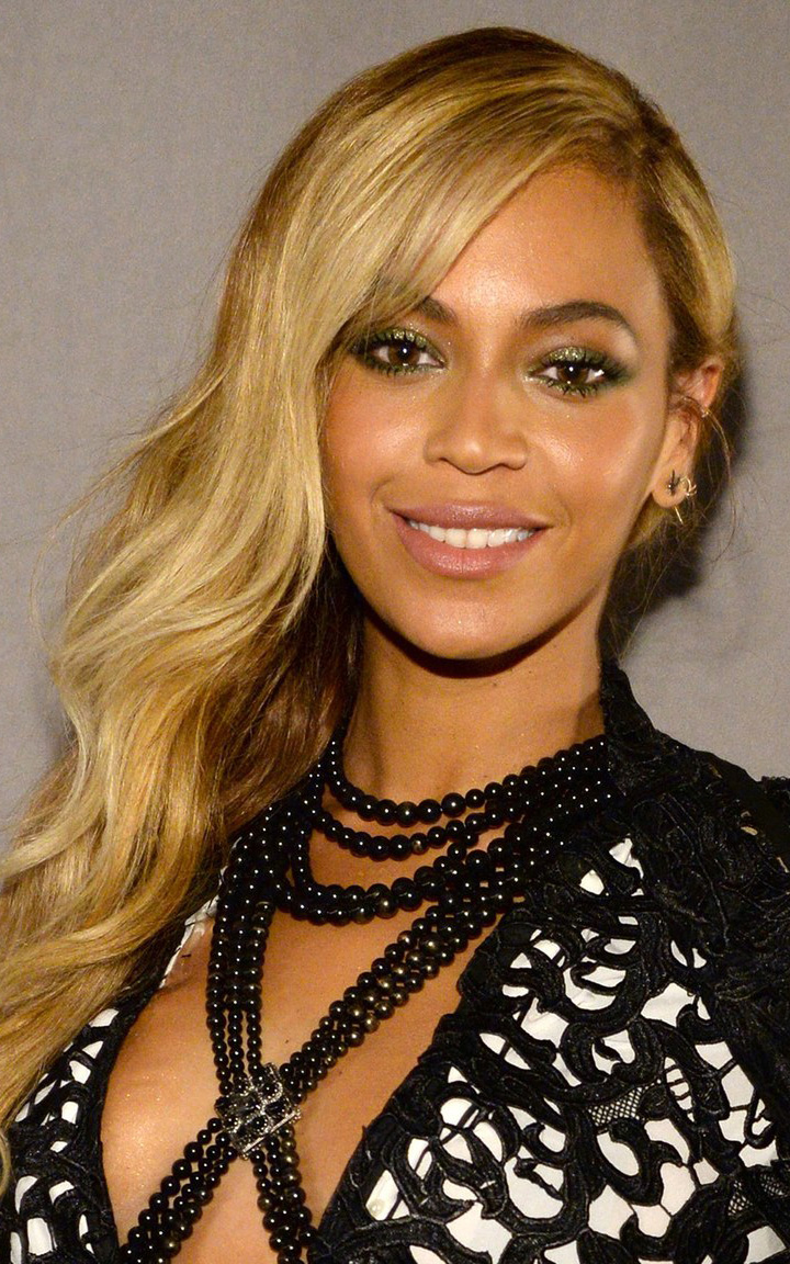 what-to-wear-oval-face-shape-style-haircut-sunglasses-hat-earrings-jewelry-beyonce-blonde-long-wavy.jpg